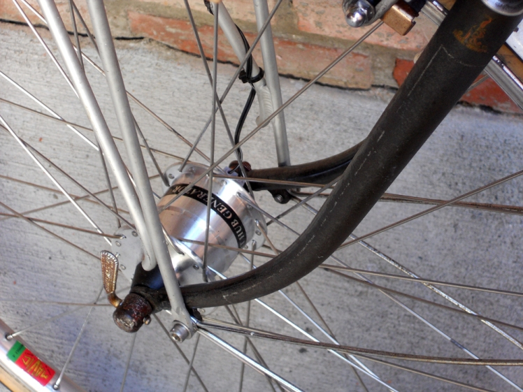 The front wheel generator hub powers front and rear lights.